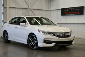 2017 Honda Accord Touring Gps, leather and sunroof!