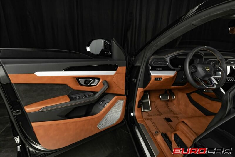 Image 9 Voiture Européenne d'occasion Lamborghini Urus 2020