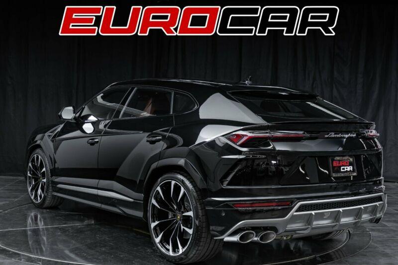 Image 3 Voiture Européenne d'occasion Lamborghini Urus 2020
