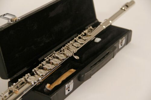 BRAND NEW 2020 INTERMEDIATE SILVER CONCERT BAND FLUTE-WITH YAMAHA PADS