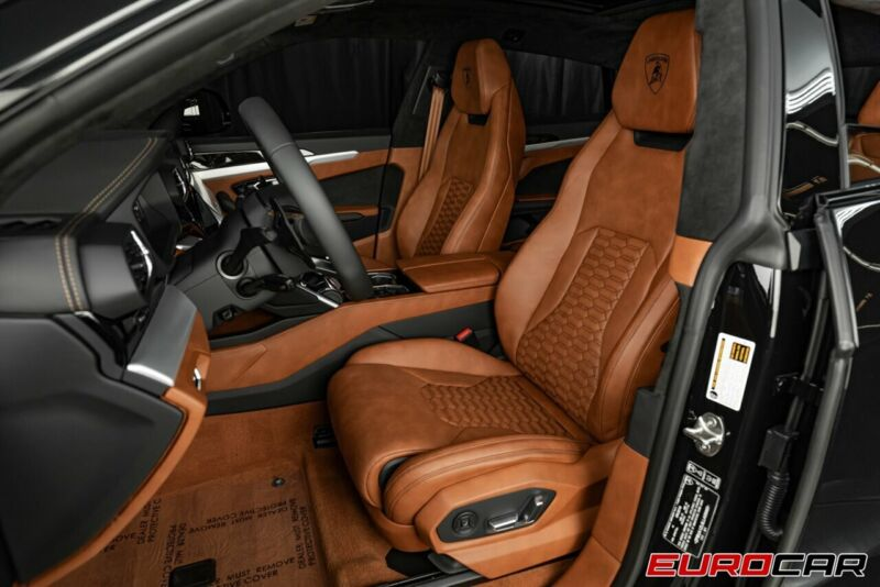 Image 12 Voiture Européenne d'occasion Lamborghini Urus 2020