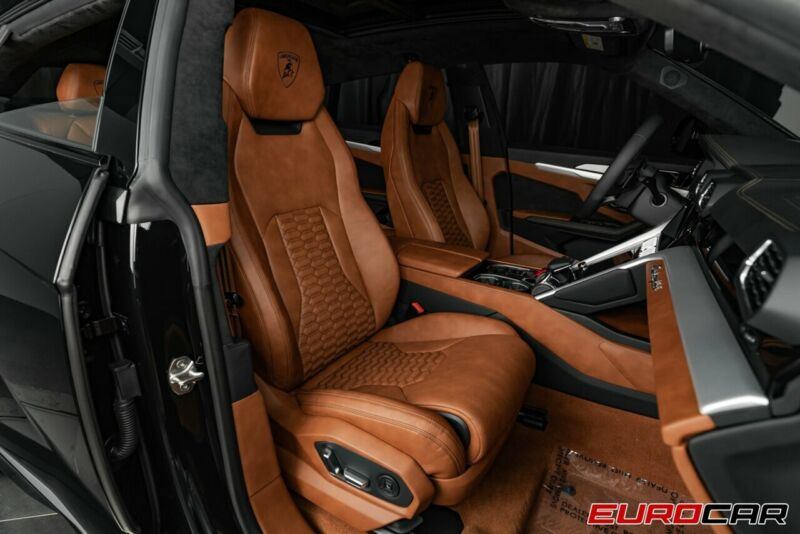 Image 16 Voiture Européenne d'occasion Lamborghini Urus 2020