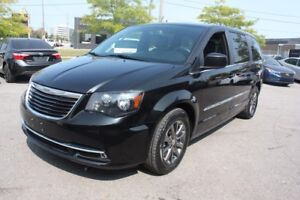 2015 Chrysler Town & Country S LOADED