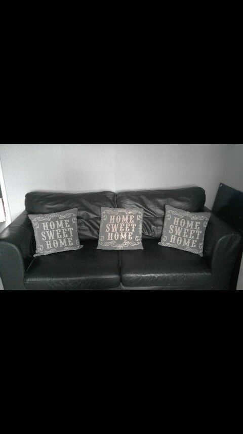 2 3 seater black leather sofasin Boldon Colliery, Tyne and Wear - 2 3 seater leather black sofas nothing amatter with them what so ever selling due to buying new ones asking £30 for the pair thanks