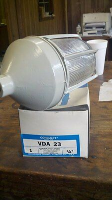 Crouse Hinds Vda 23 Light Fixtures With Globe And Guards -special-