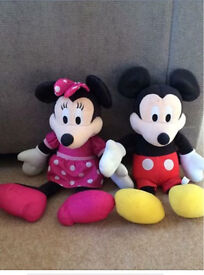 Talking and singing Minnie and Mickey mouse