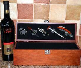 WOODEN SINGLE BOTTLE WINE PRESENTATION / GIFT BOX. WITH WINE TOOL SET