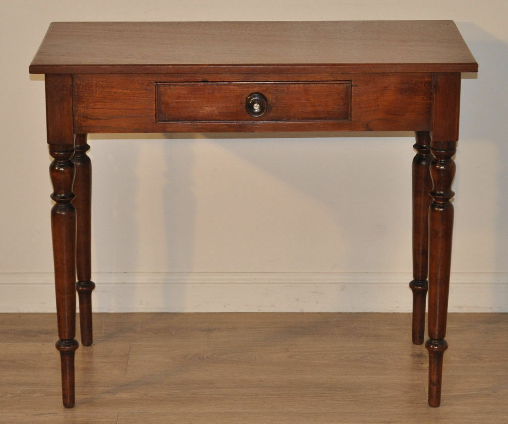 Attractive small antique victorian mahogany hall table