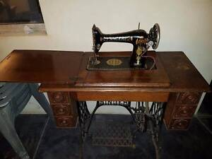 **Vintage -Beautiful Singer Lotus Model 66 Treadle Sewing Machine Balcatta Stirling Area Preview
