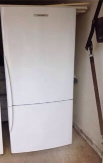 Fisher and paykel 522L bottom mount fridge freezer excellent condition Beecroft Hornsby Area Preview