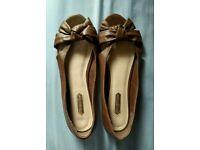 Ladies tan peep-toe shoes (6)