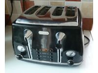 DeLonghi Icona 4 Slice Toaster Black