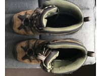 Keen Men's Mid Hiking Boots - Excellent Condition