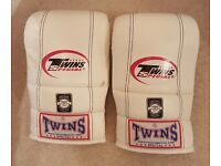 Unused, Twins Air Flow Bag Gloves, size large in white (hand made in Thailand, genuine leather)