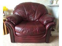3 piece maroon leather suite in very good condition.