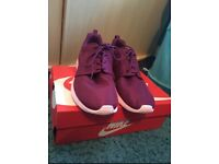 ladies nike trainers size 7.5