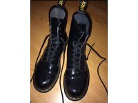 Selling here are a pair of really great doc martens they're a size 6 and are as good as new