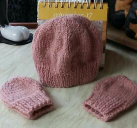 Hand made new hat and mitten set 0-3 months