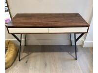 Swoon desk