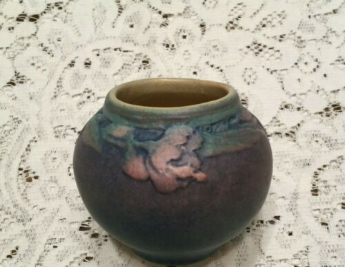 STICKLEY MISSION PERIOD SIGNED NEWCOMB POTTERY VASE - AWESOME COLORS -EXCELLENT!