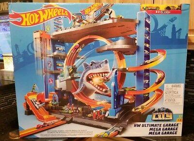 Hot Wheels Ultimate Garage Tower Shark Loop Racetrack, 2 Vehicles Set Brand New