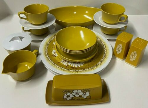 29 PC VINTAGE MELAMINE DINNERWARE DISH SET ~ DAISIES ~ BEAUTIFUL VTG CONDITION