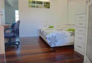 MEDIUM F/F SINGLE BEDROOM CLOSE TO UQ Fairfield Brisbane South West Preview