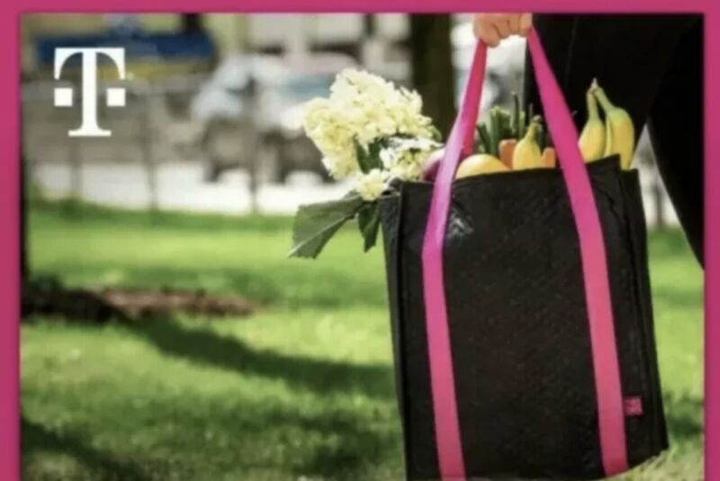 T-MOBILE TUESDAYS Insulated Cooler Bag Tote w/ Zipper