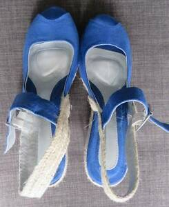 WOMANS SIZE 9 WOVEN COVERED WEDGE HEEL ROYAL BLUE SHOES Barnsley Lake Macquarie Area Preview