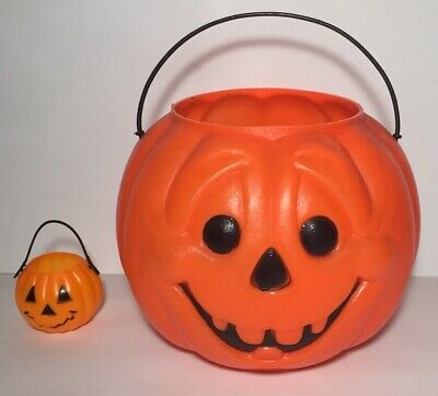 Vintage Plastic Pumpkin Trick or Treat Candy Bucket Pail Lot Big And Small