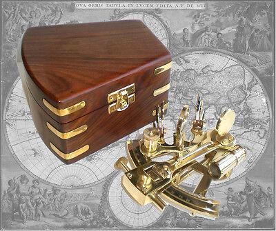 Sextant aus Messing in edler Holzschatulle, Seefahrt, Nautik, Navigation, Repro