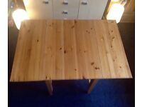 Solid pine table (extendable)