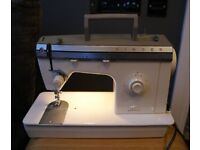 Singer 377 Sewing Machine great working condition with Hard Case