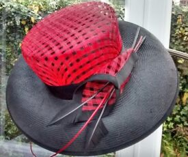 RED & BLACK STRAW FORMAL HAT