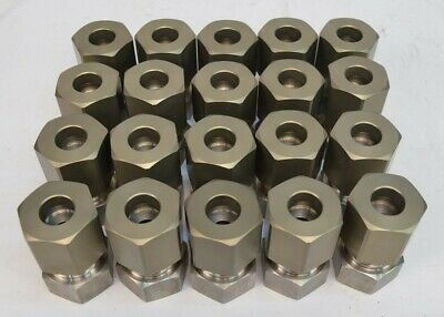 Lot Of 20 1.25 Male Couplers Plumbing Fitting .50 Center Opening Nut