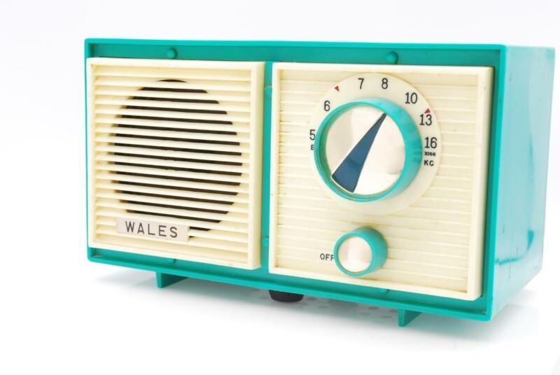 Vintage 1963 Toshiba Wales 5 Tube Art Deco Turquoise AM Radio Very RARE