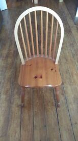 Solid pine kitchen table with extension leaf and 4 chairs - excellent condition