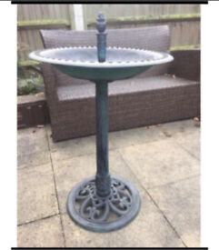 Garden Bird bath with lovely detail pattern