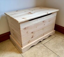 The perfect upcycle / shabby chic project. No prep or repairs needed just grab it and get creative !
