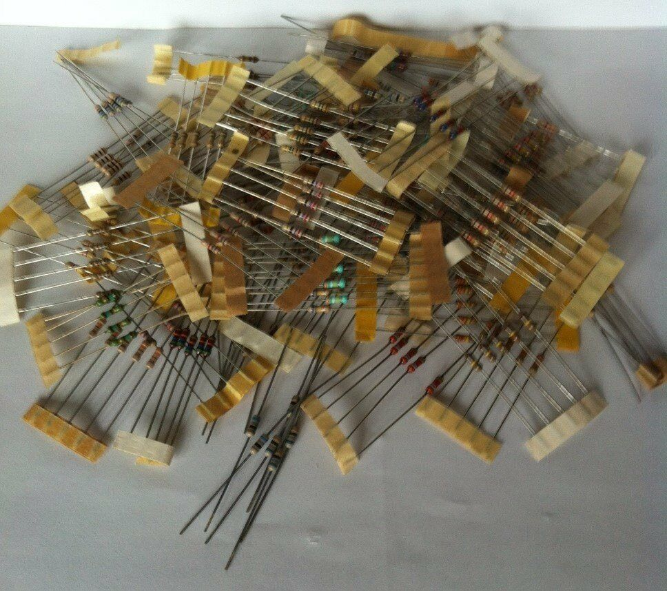 265 x Resistors 1/4 W Carbon Film Assortment, values from 10R to 1M ohms.