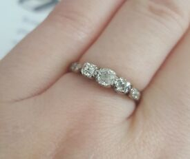 18ct Gold & Diamond Ring - Ideal Engagement or Wedding Ring