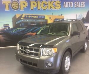 2012 Ford Escape XLT, LEATHER, SUNROOF, ALLOY WHEELS AND MORE!
