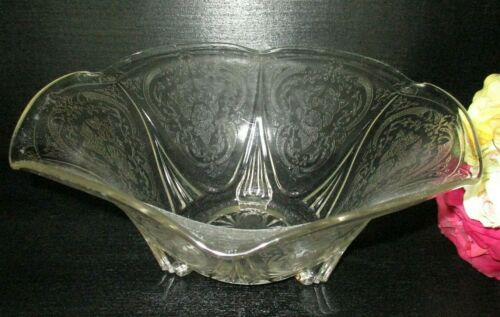 HAZEL-ATLAS ROYAL LACE DEPRESSION GLASS LARGE FOOTED CENTERPIECE BOWL