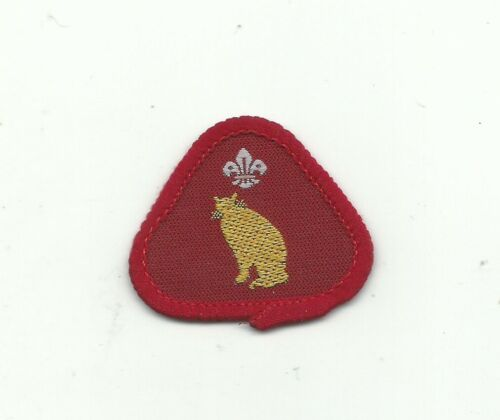 BI UK CUB SCOUT ANIMAL LOVER PROFICIENCY BADGE RED TRIANGLE 1991-2001 ENGLAND !!