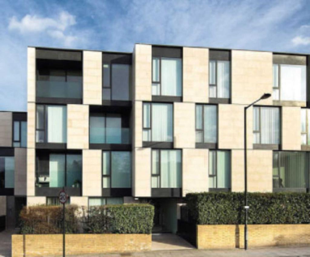 2 bedroom flat in Primrose Hill, London, NW1