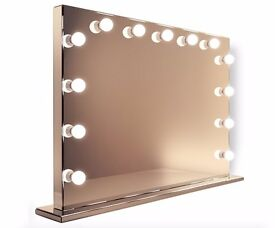 Hollywood Mirror with daylight LED lights