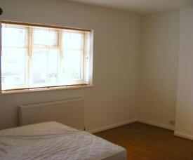 Lovely double room in detached house, Walton On Thames, Surrey