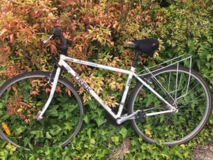Trek multitrack 700 hybrid bike with 43cm frame