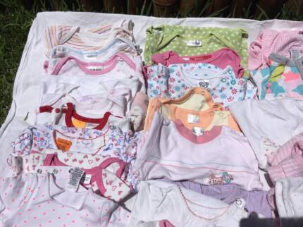 72 pcs of girl's baby clothes. Sizes 0-9 months