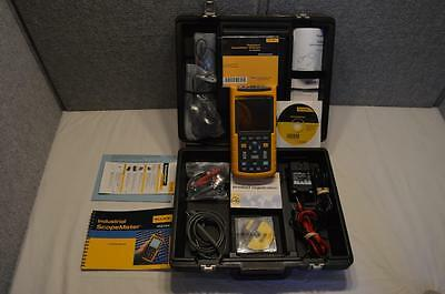 Fluke 123 Industrial Scope Meter - Scopemeter - 102mm Monochrome Lcd 20mhz 10